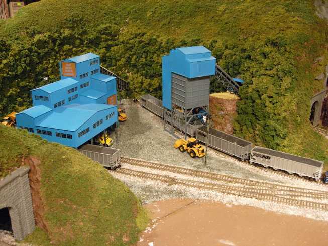 New river minning co model railroader magazine model for Hillside elevator kit